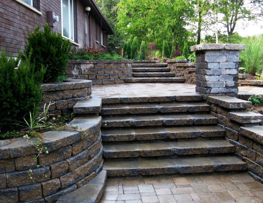 Retaining wall contractor in Oakville Greater Toronto Area